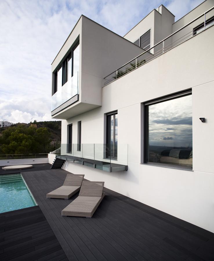 Vista de la vivienda desde la piscina