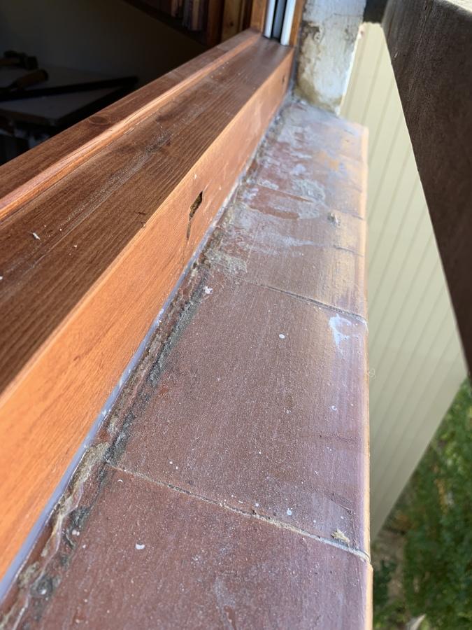 Vista de sellado inferior para q no penetre el agua de lluvia dentro de la casa
