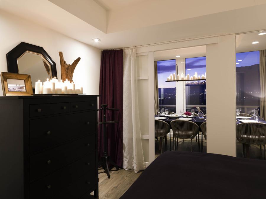 dormitorio principal con mueble oscuro