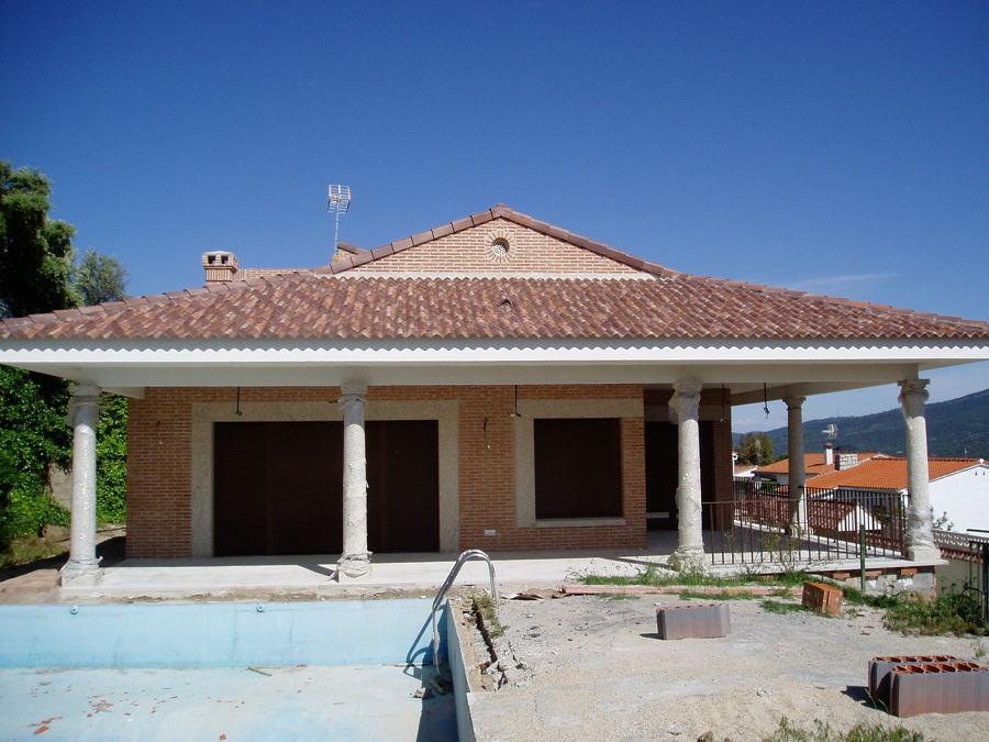 Vivienda unifamiliar aislada y piscina en san mart n de for Piscina climatizada san martin de valdeiglesias