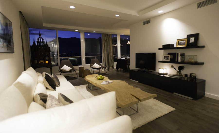 salón con muebles de diseño
