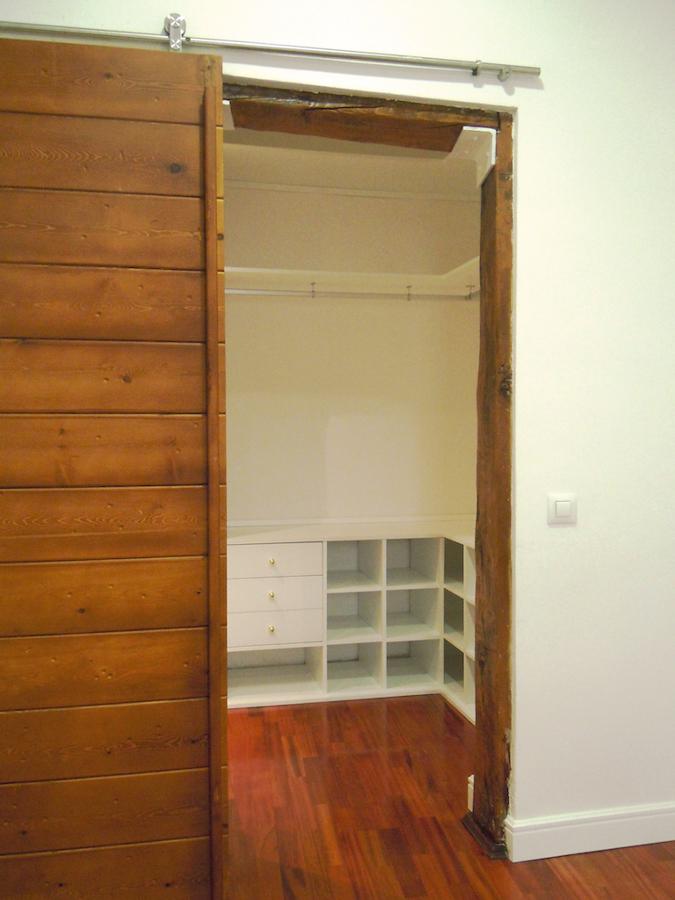 Vista del vestidor desde el dormitorio principal