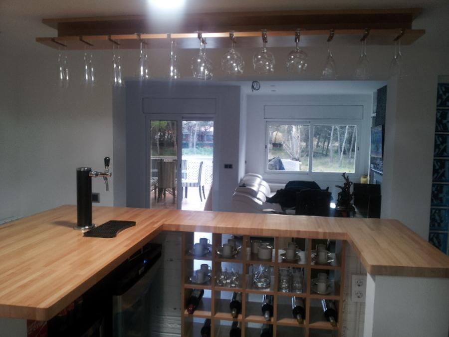 Vista desde la cocina al comedor y terraza