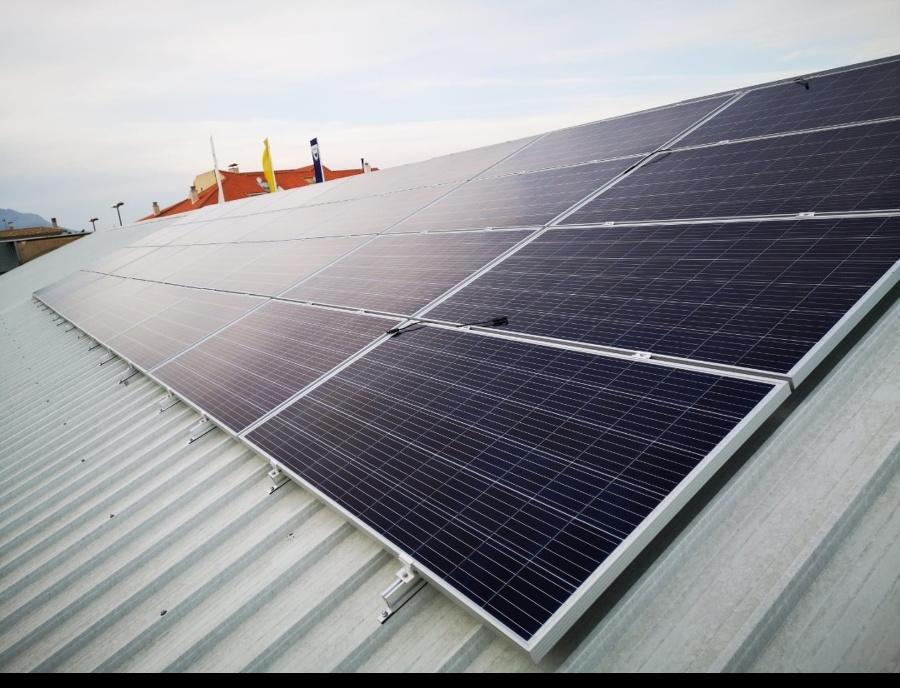 Vista este campo fotovoltaico