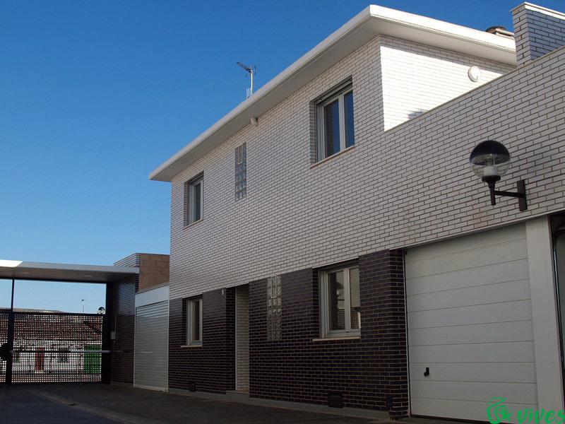 Vista exterior de una vivienda de la promoción de adosados