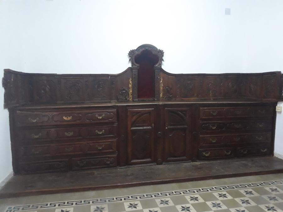 Vista frontal mueble sacristia