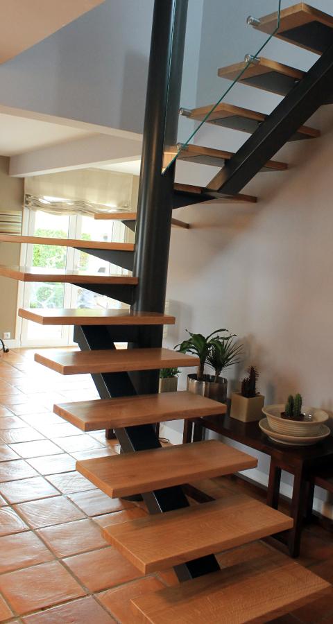 Escalera semi caracol ideas reformas viviendas - Escaleras semi caracol ...