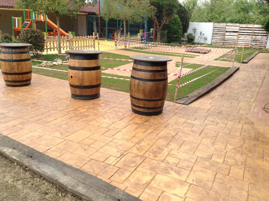 Hormigon impreso en terraza de bar ideas pavimentos for Presupuesto para construir una piscina en colombia