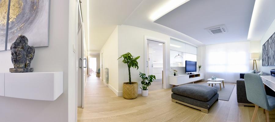 Vista general acceso vivienda, salón y cocina