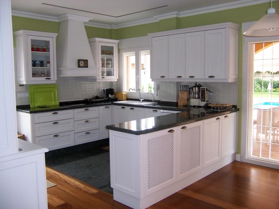 Vista general cocina funcional blanco sucio