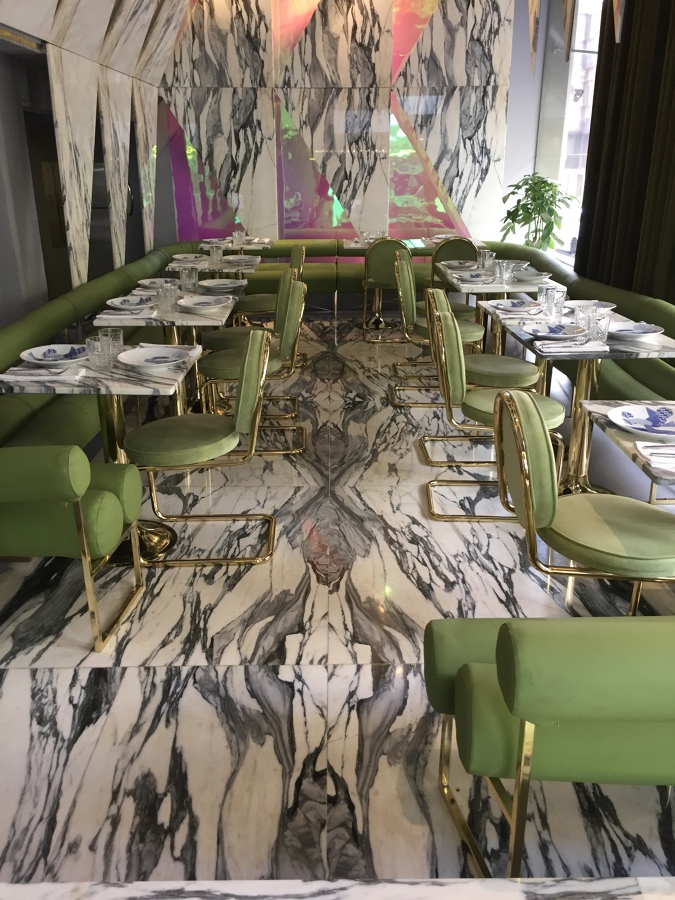 Vista general de suelo+mesas+pared
