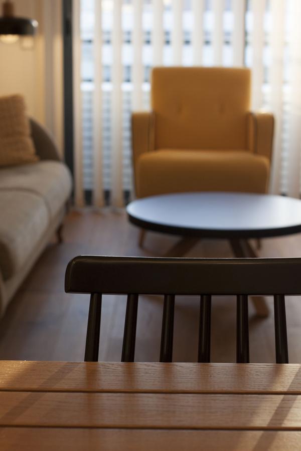 Vista general del estar des de la mesa del comedor