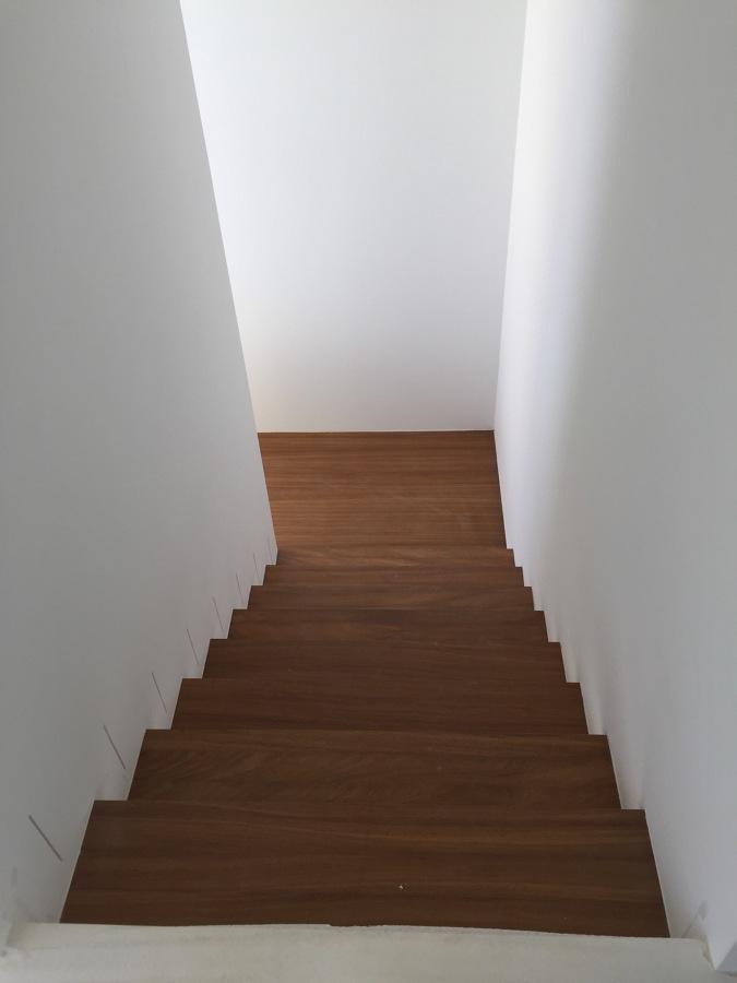 Vista general escalera vivienda