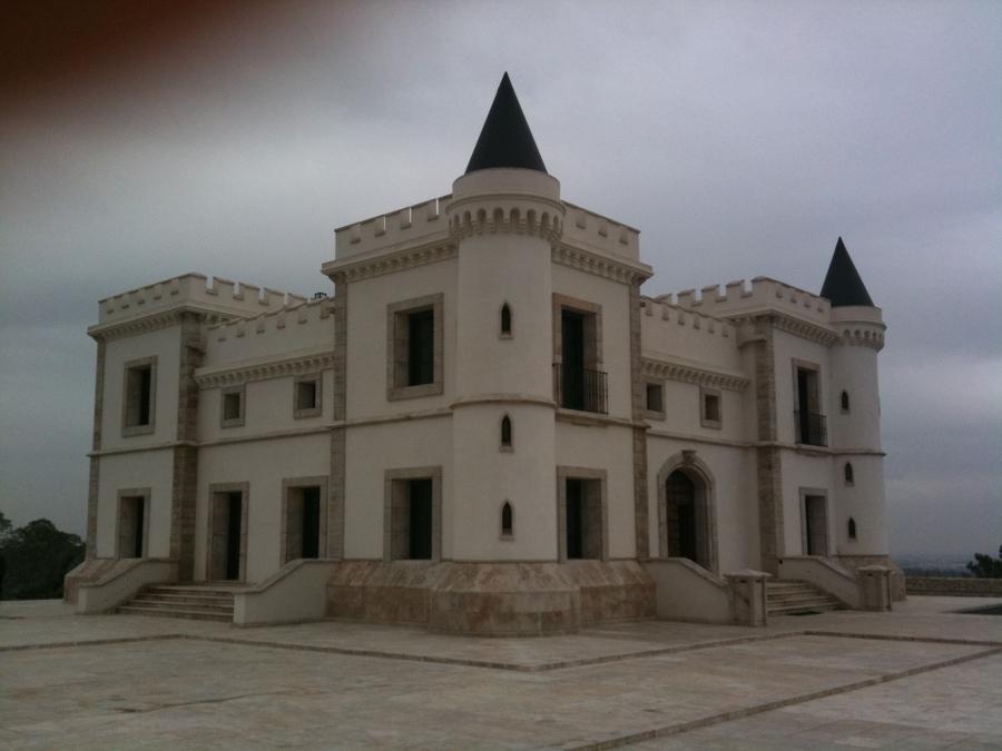 Vista general exterior castillo destinado a uso residencial