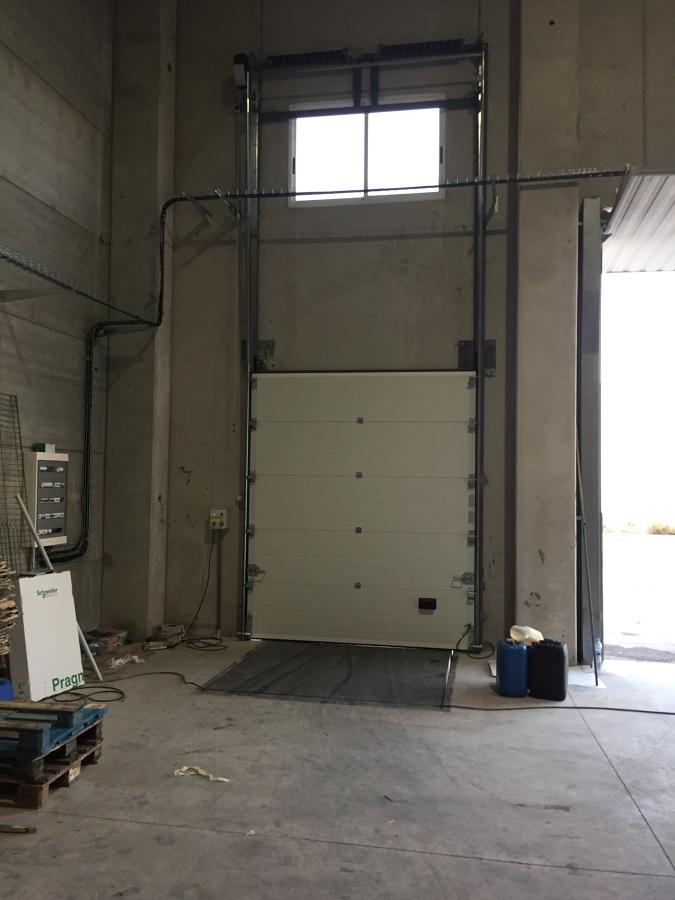 Vista interior de puerta de guillotina