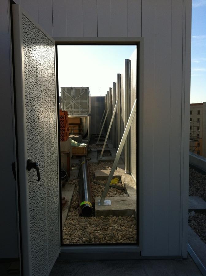 Vista interior y exterior de la pantalla acústica