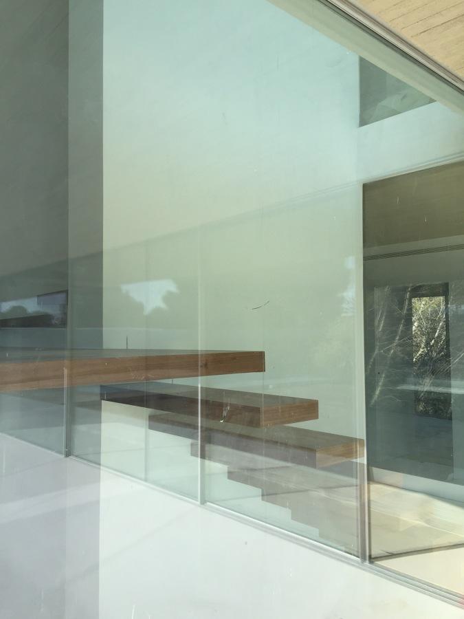 Vista lateral escalera interior vivienda