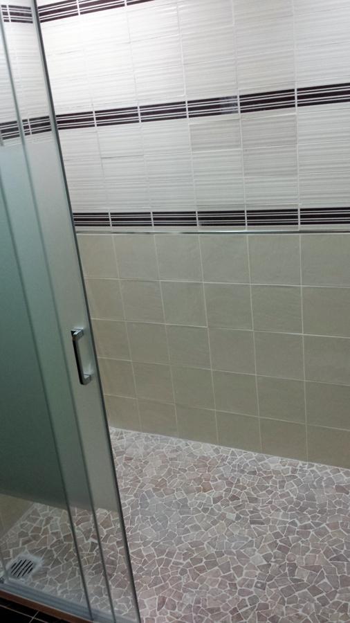 vista mampara abierta plato ducha Ema Carvajal