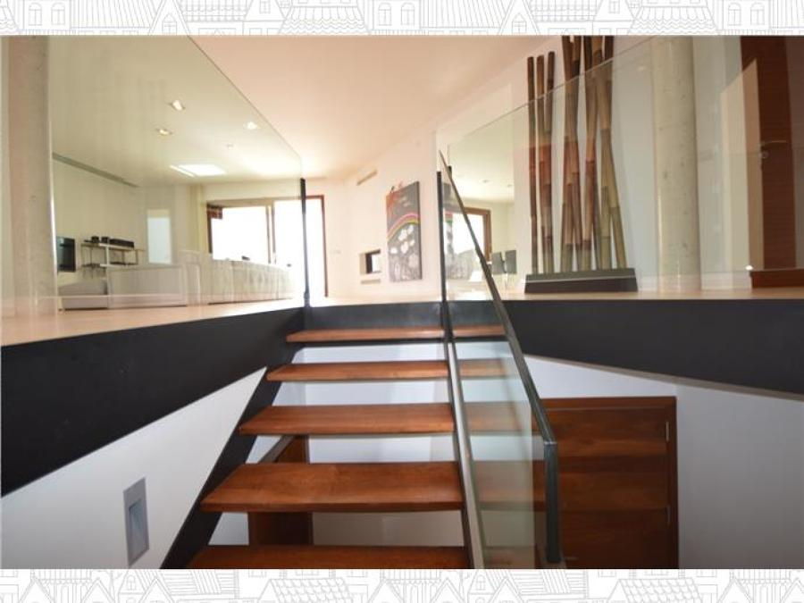 vista salón desde escalera