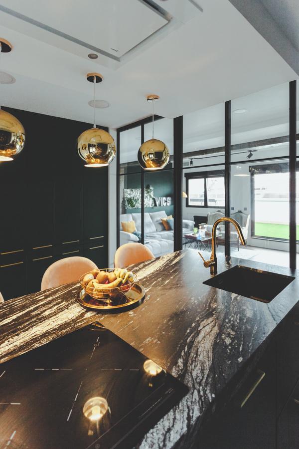 Vista salón desde la cocina