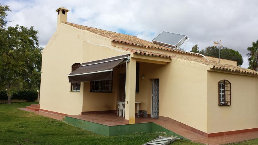 Foto vivienda con placas solares para acs de quimicasolar - Casas con placas solares ...