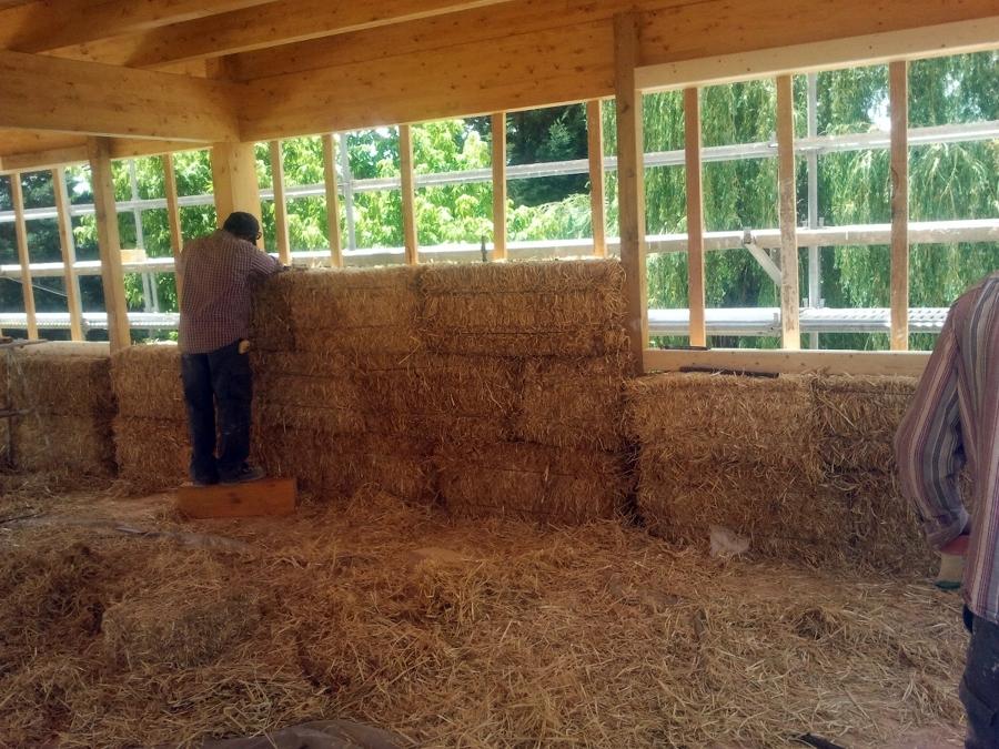 Vivienda unifamiliar superaislada con balas de paja y estructura de madera