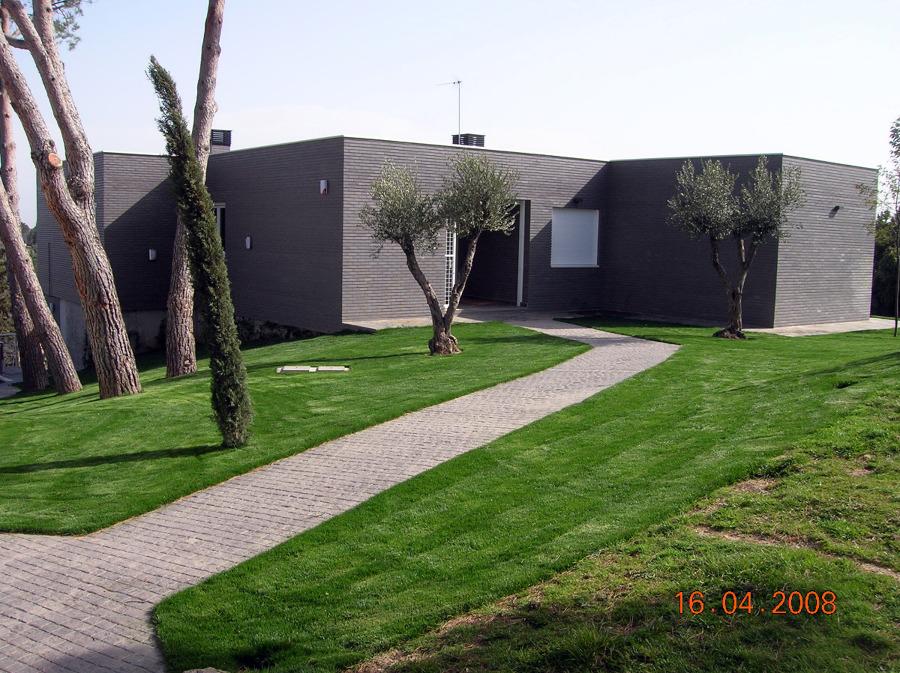 Foto vivienda unifamiliar torrelodones de dintel obras for Casa minimalista torrelodones