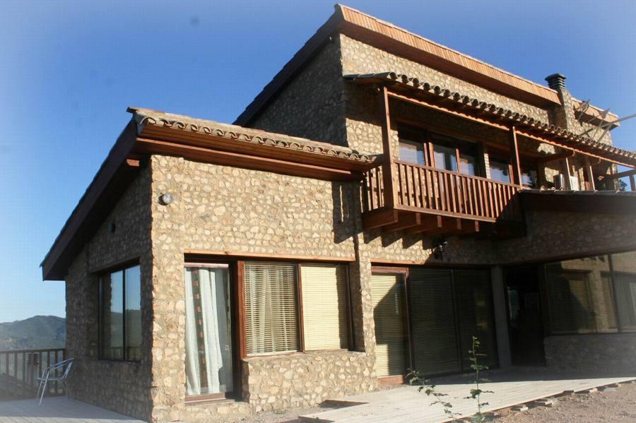 Vivienda unifamiliar prefabricada de madera auba bio for Arquitectura prefabricada