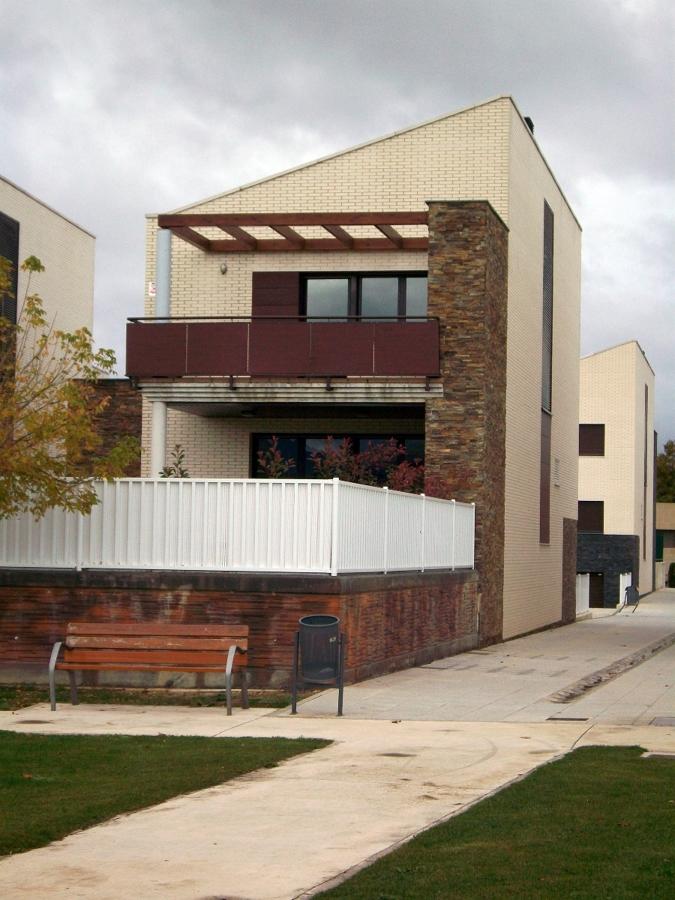 Unifamiliares en cordovilla ideas construcci n casas for Fachadas casas unifamiliares