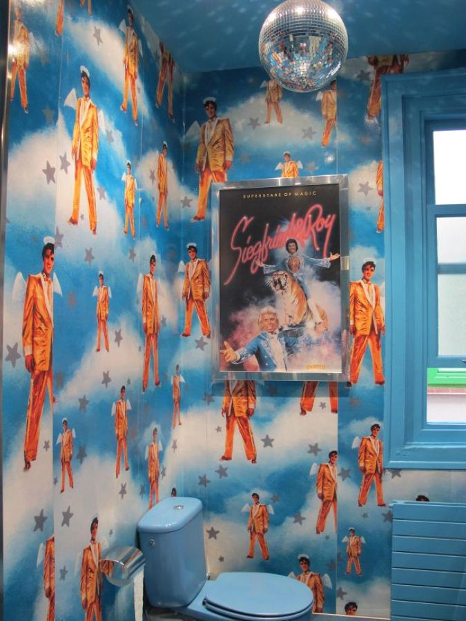 baño decorado como Elvis