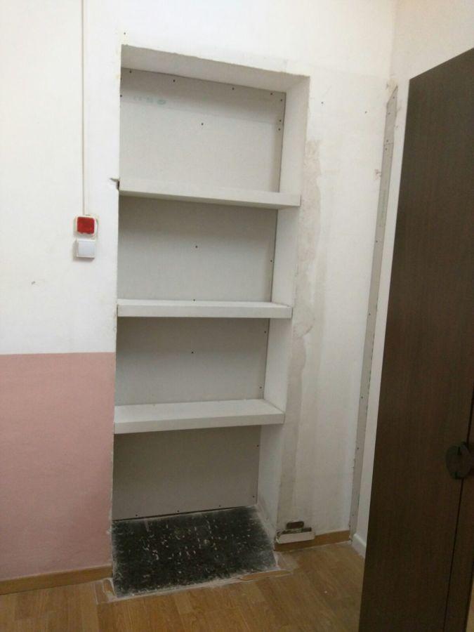 Tapar puerta y instalar estanteria barcelona ideas pladur for Convertir puerta normal en corredera