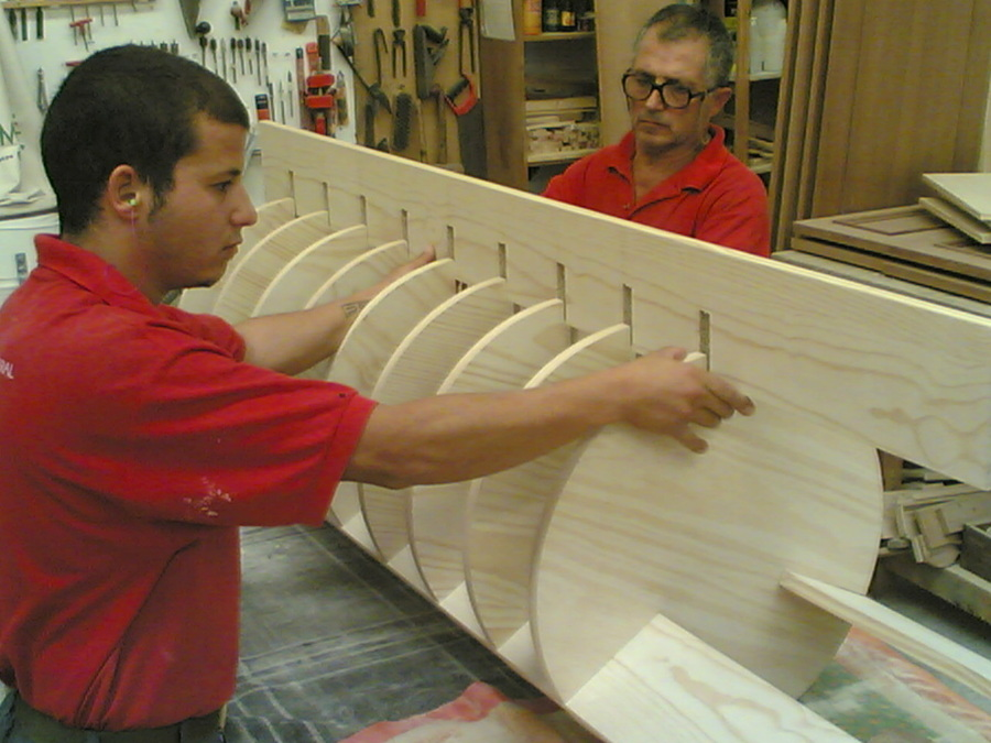 Foto zapatero giratorio en elaboraci n de carpinter a for Fabricar zapatero
