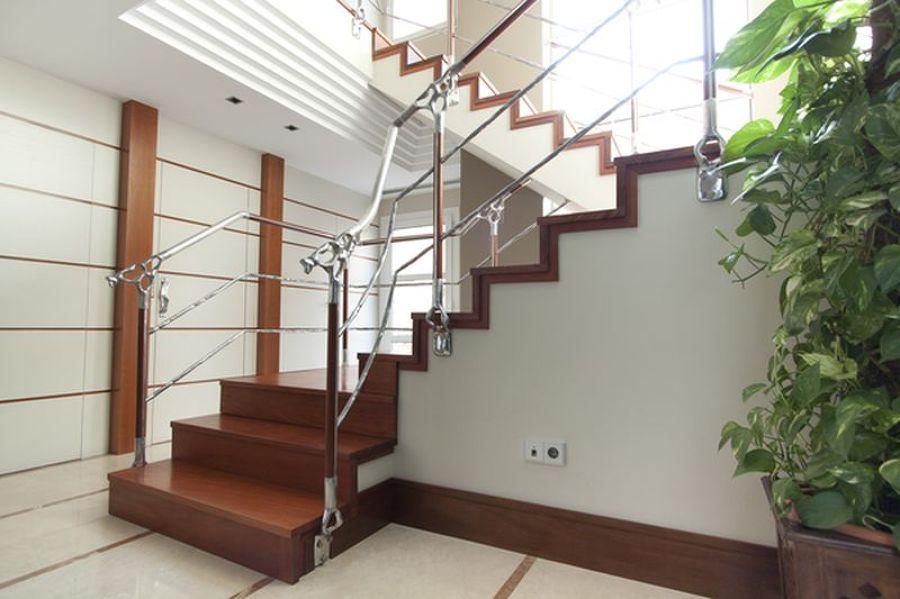 Foto z calo de madera de tal de mudeyba s l 1009809 for Zocalos para patios modernos