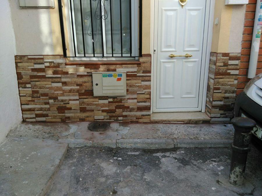 Revestimiento de un patio en madrid ideas reformas viviendas for Zocalos para patios modernos