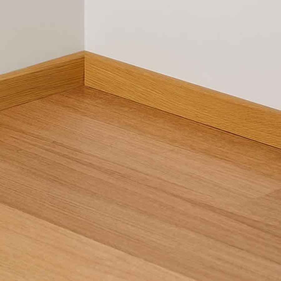C mo colocar un z calo de madera ideas mantenimiento for Zocalos de madera para pisos