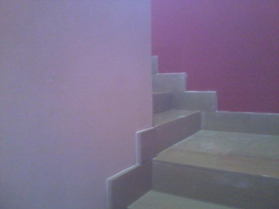 Revestimiento de escalera con piedra de m rmol y z calos de m rmol ideas alba iles - Zocalos para escaleras ...
