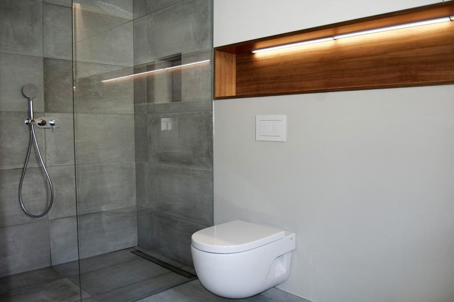 Zona de ducha y hornacina