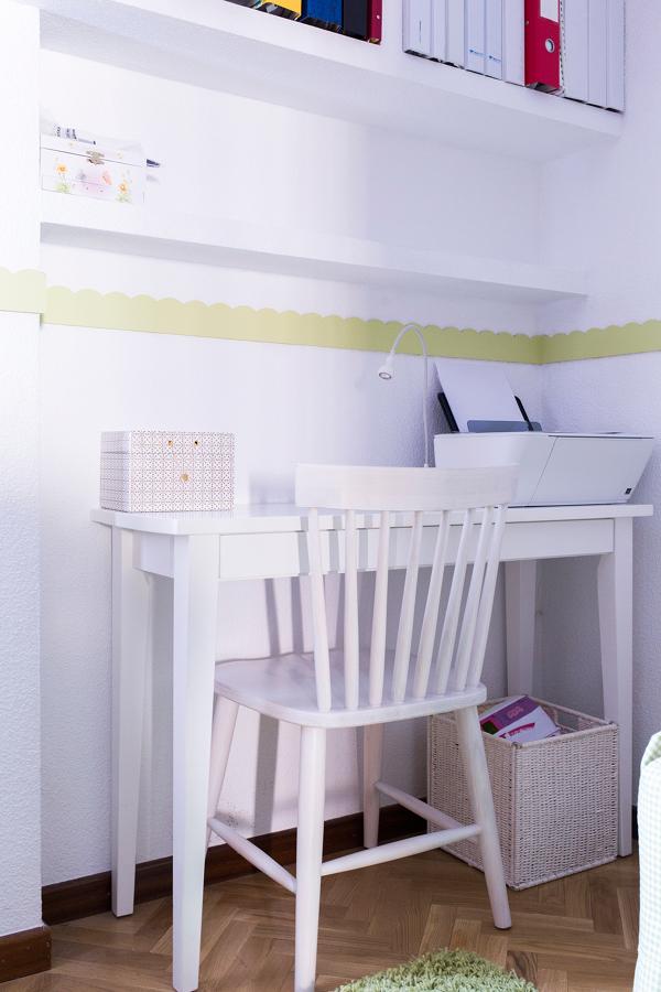 Dormitorio infantil con zona de estudios y almacenaje for Zona de estudio