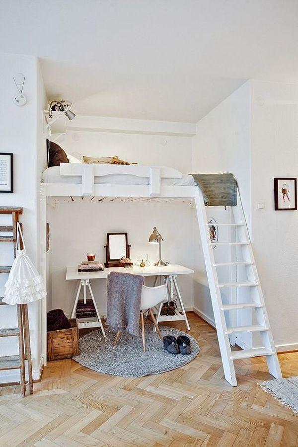 Zona de estudios debajo de la cama