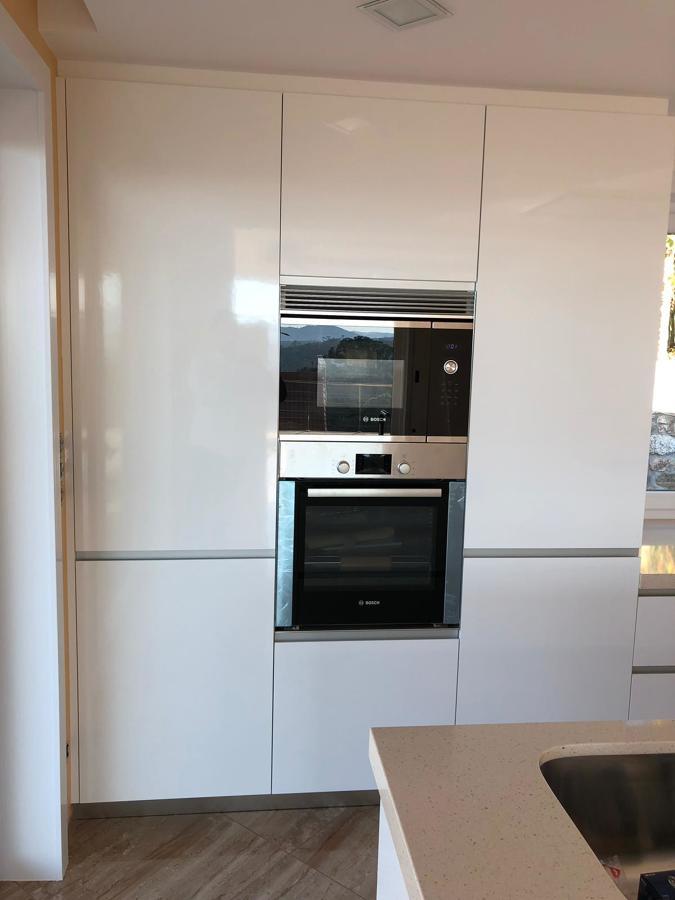 Zona de horno, frigo y almacenaje