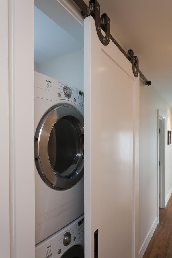 zona de lavado en armario con puerta corredera