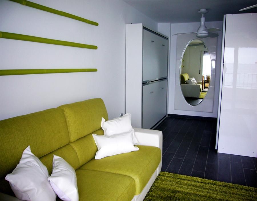 Foto zona del sof en primer plano literas y zona vestidor al fondo de samarkanda proyectos - Samarkanda muebles ...
