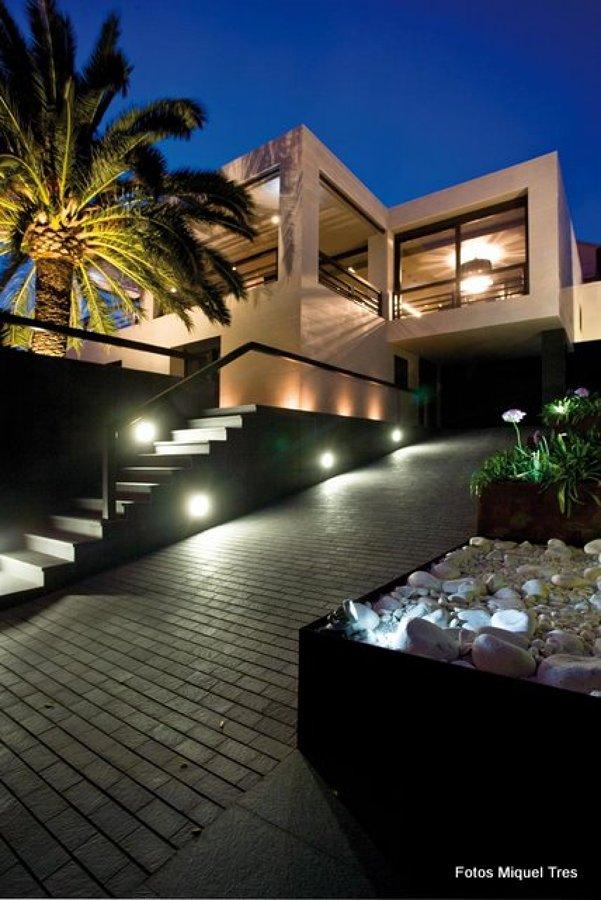 Zona rampa garaje y acceso peatonal escaleras