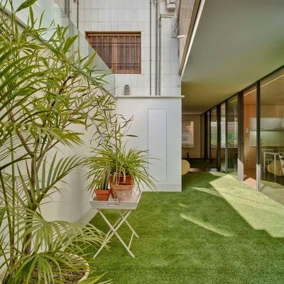 Casa con jardín... ¡en un primer piso!