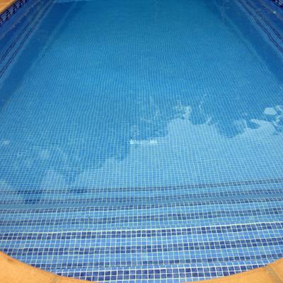 Rehabilitación de piscina de poliéster con gresite