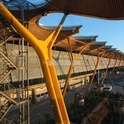 Falsos techos de Bambú en T4 de aeropuerto Madrid-Barajas