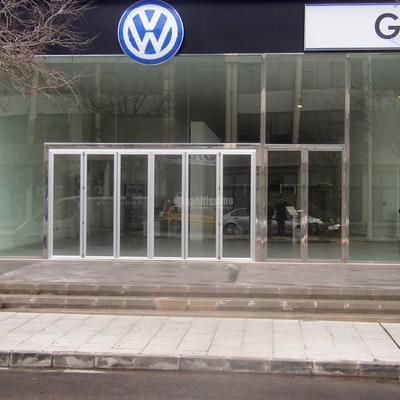 Instalacion de vidrios y puerta de grandes dimensiones