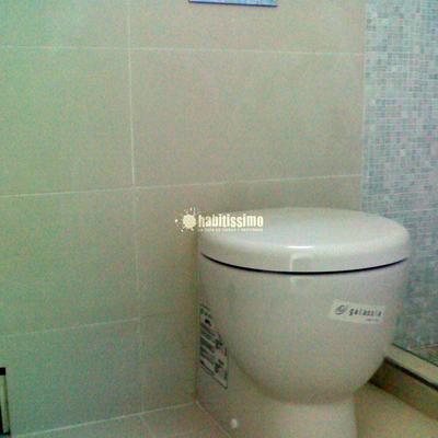 Reforma de baño con mecanismos empotrados
