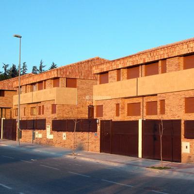 6 Viviendas pareadas e independientes de lujo.