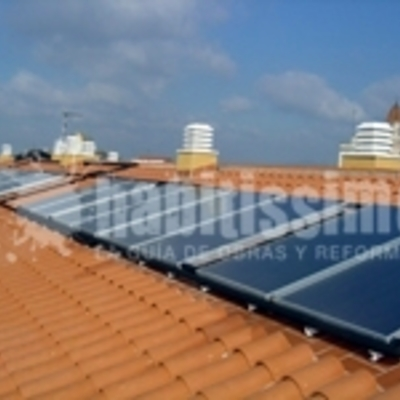 Instalación de energía solar térmica colectiva (22 viviendas)